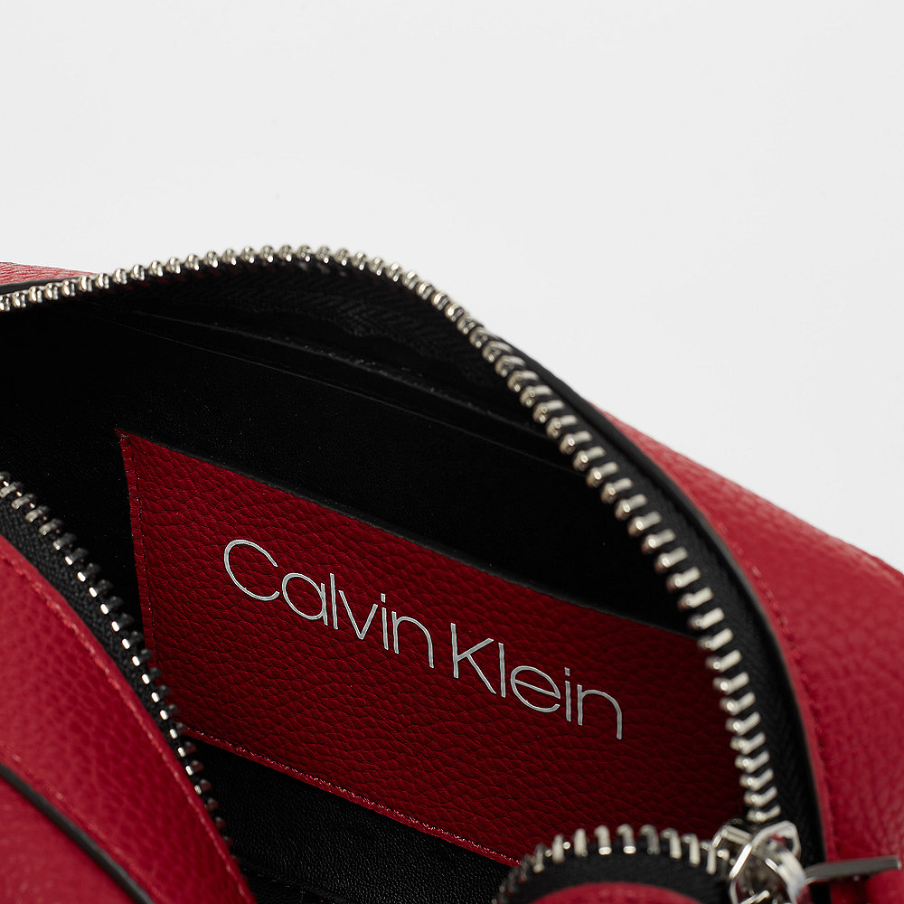Calvin Klein Race Crossbody cherry