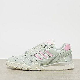 adidas A.R Trainer linen green/true pink/off white